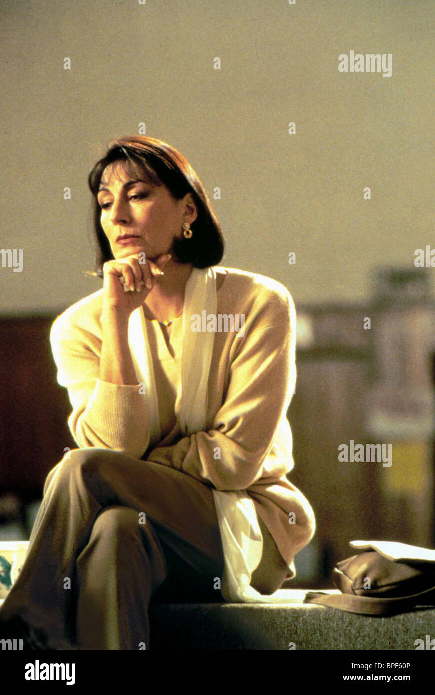 ANJELICA HUSTON THE CROSSING GUARD (1995) - Stock Image