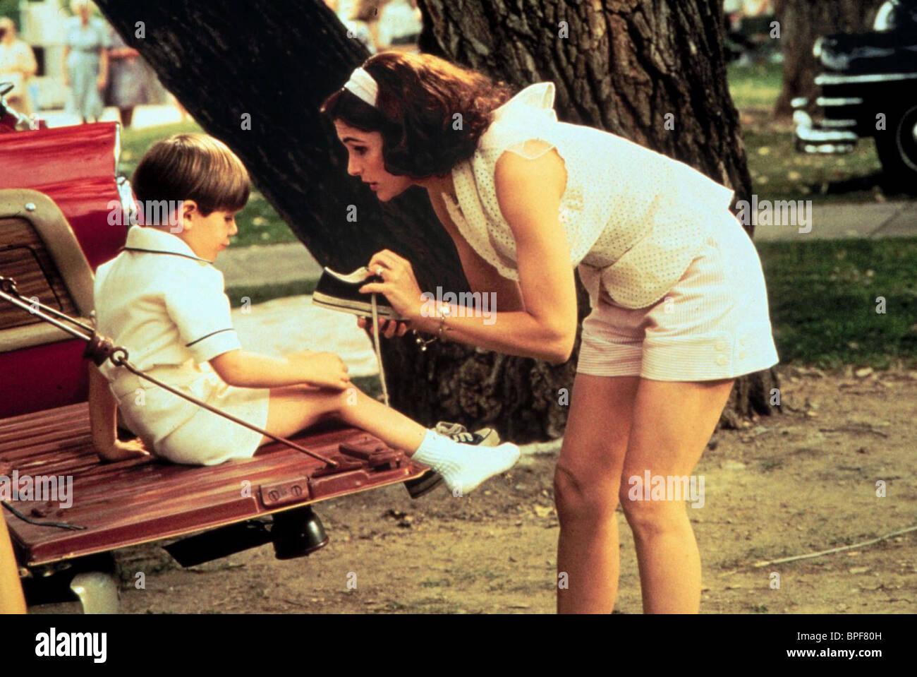 SETH MUMY & MARY ELIZABETH MASTRANTONIO THREE WISHES (1995) - Stock Image