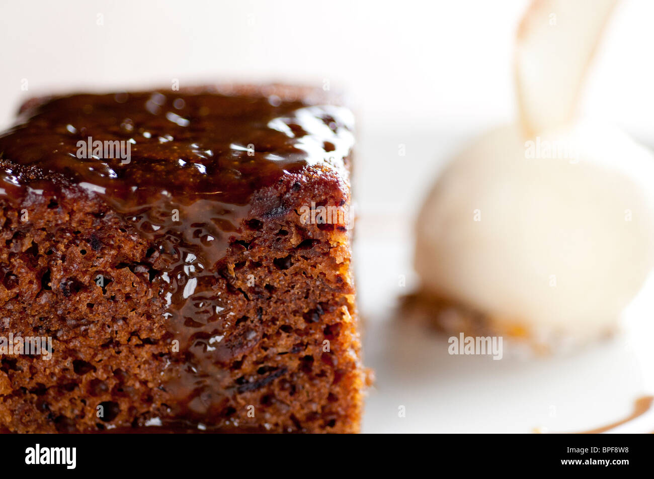 Traditional English pub food - Sticky toffee pudding - Stock Image