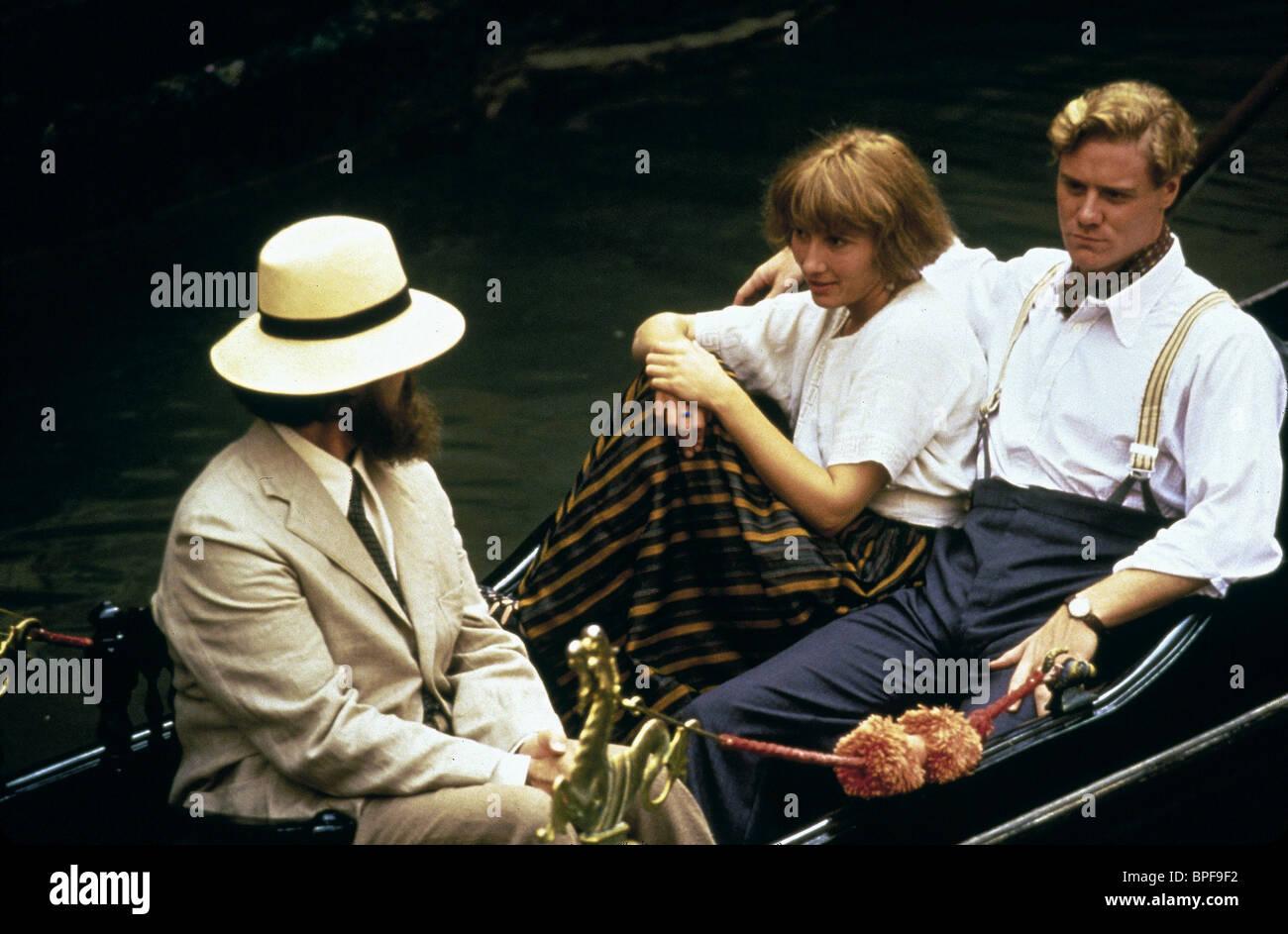 JONATHAN PRYCE, EMMA THOMPSON, STEVEN WADDINGTON, CARRINGTON, 1995 Stock Photo