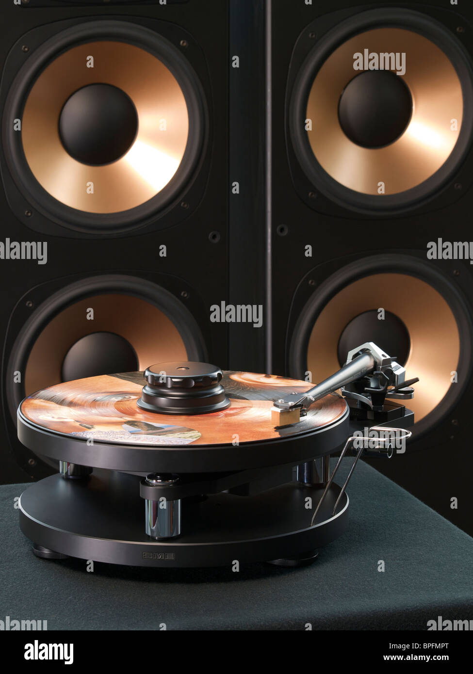 High end record player with speakers in the background audiophile hifi - Stock Image