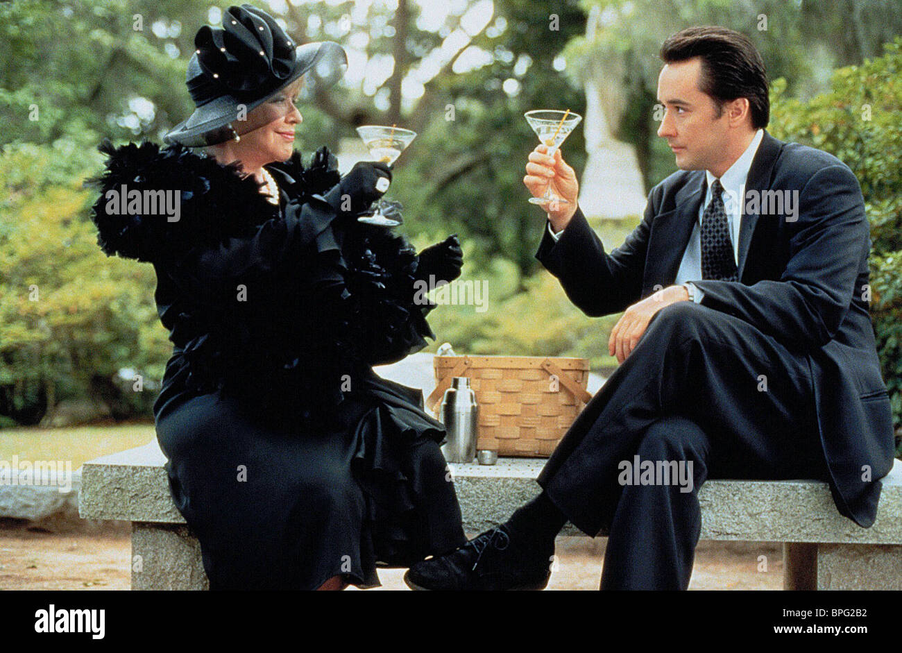 Kim hunter john cusack midnight in the garden of good and evil stock photo 31085910 alamy for Midnight in the garden of evil