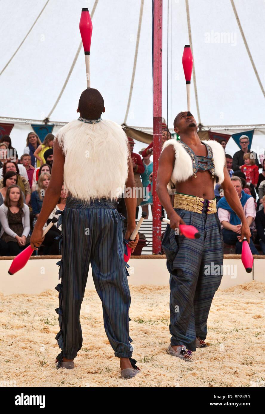 Jugglers Bichu and Bibi Tesfarmarium performing at Gifford's Circus Stock Photo
