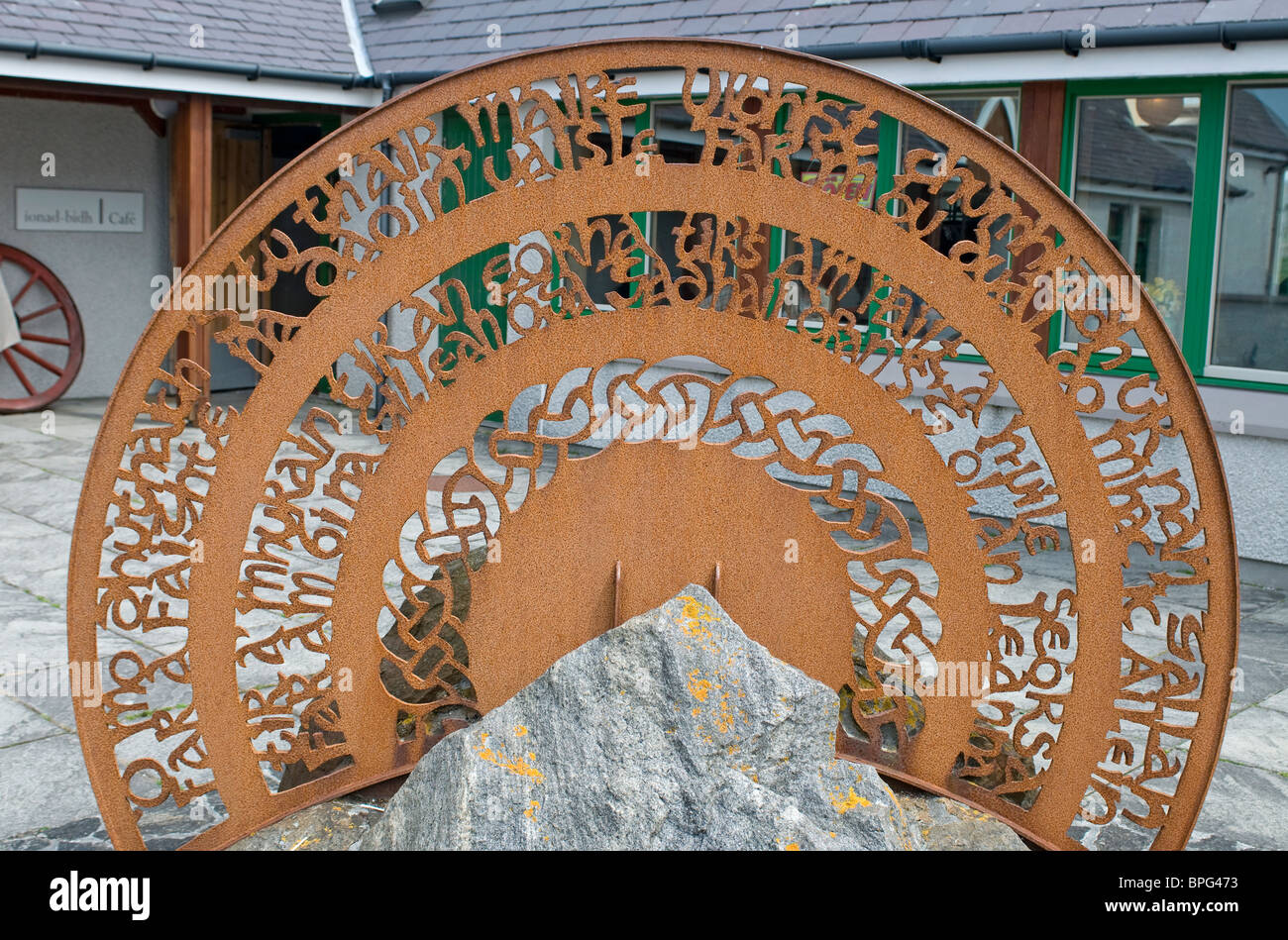 Metal Sculpture set in local rock at the Kildonan Visitor Centre South Uist, Outer Hebrides. Scotland. SCO 6471 - Stock Image