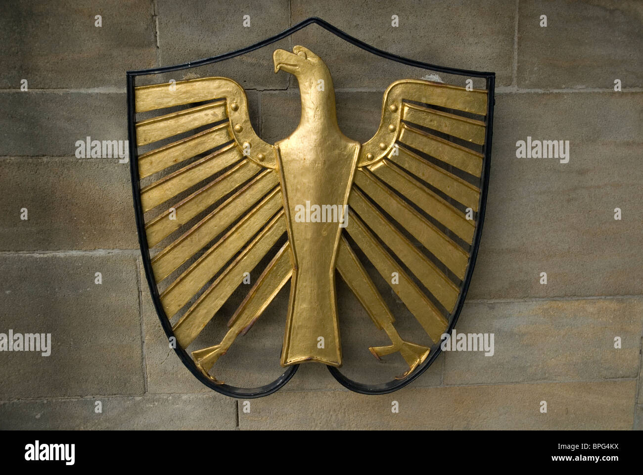 Golden Eagle shield outside the gates to Villa Hammerschmidt the official seat of the German President since 1950. - Stock Image