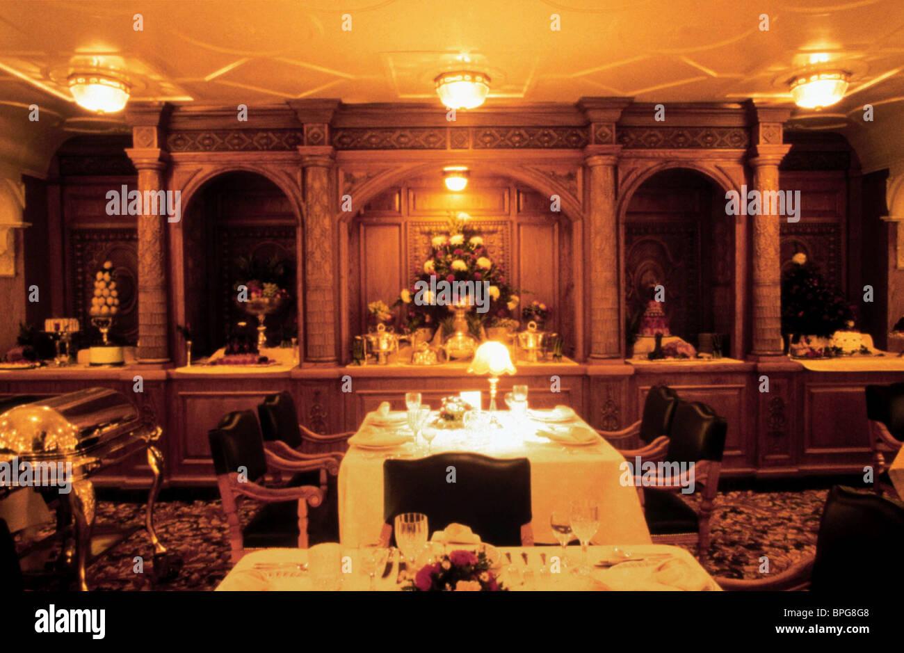 DINNER TABLE SCENE TITANIC (1997 Stock Photo: 31090760 - Alamy