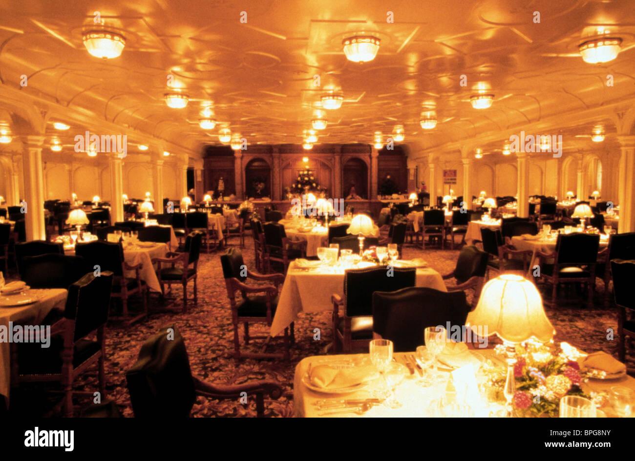 DINNER TABLE SCENE TITANIC (1997 Stock Photo: 31090919 - Alamy