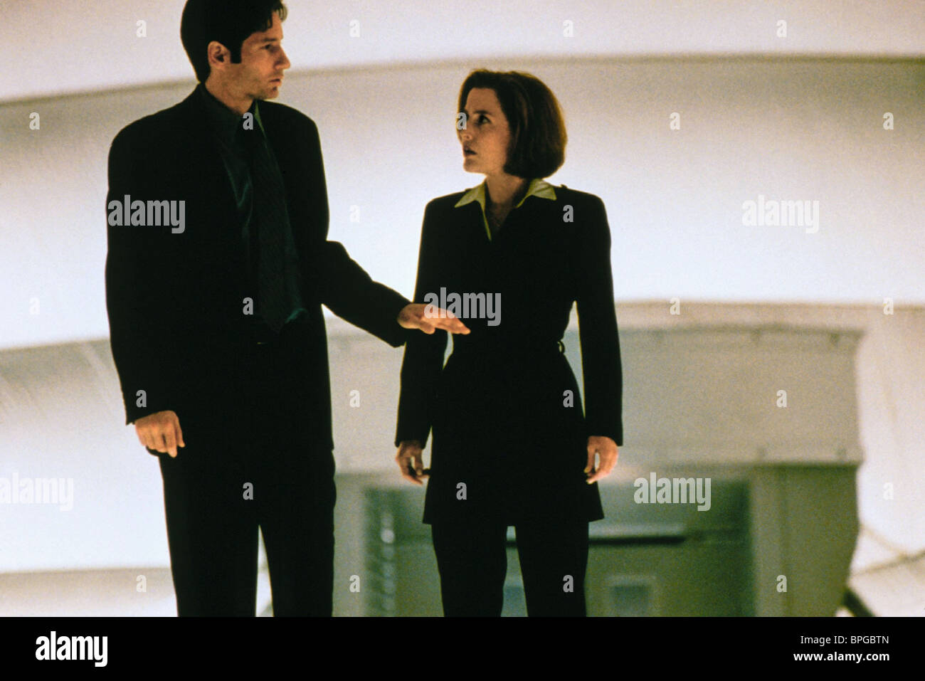 David Duchovny Gillian Anderson The X Files 1998 Stock Photo Alamy