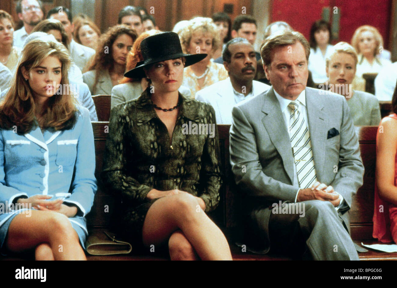 DENISE RICHARDS THERESA RUSSELL ROBERT WAGNER WILD THINGS (1998) - Stock Image
