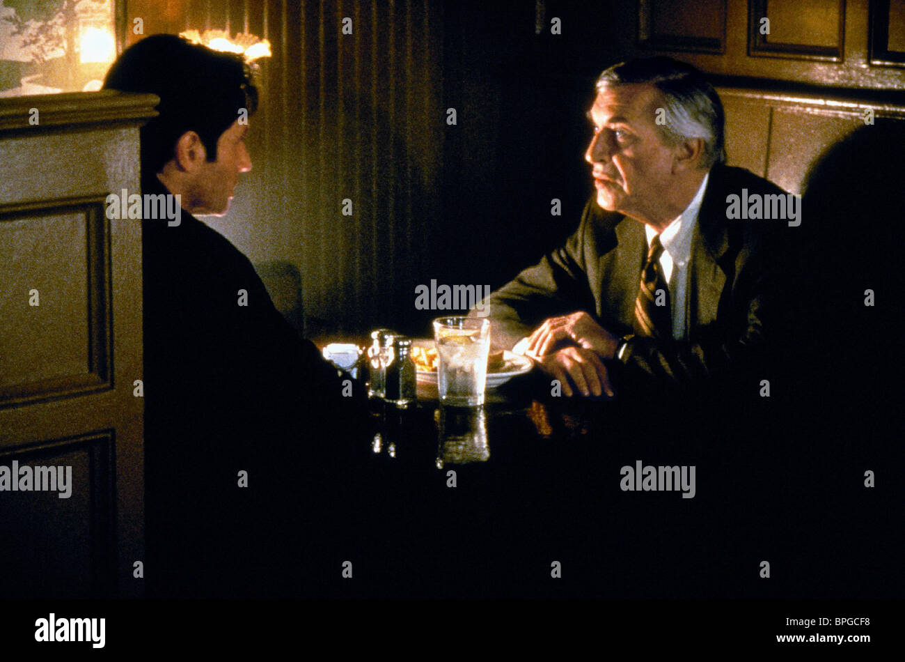 DAVID DUCHOVNY, MARTIN LANDAU, THE X FILES, 1998 - Stock Image