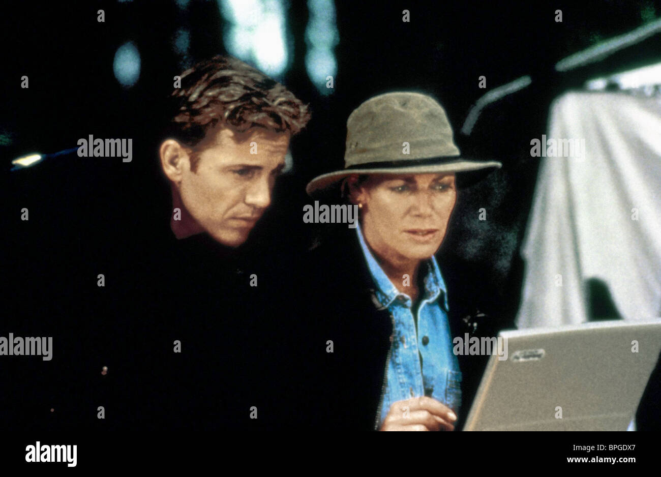 WOLF LARSON & KELLY MCGILLIS STORM CHASERS; REVENGE OF THE TWISTER (1998) - Stock Image