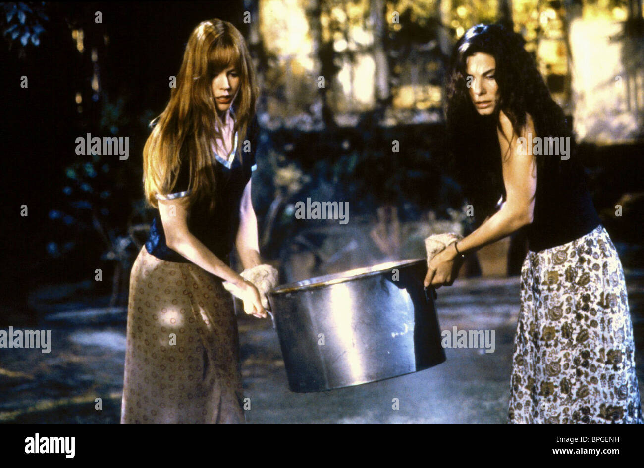 NICOLE KIDMAN, SANDRA BULLOCK, PRACTICAL MAGIC, 1998 - Stock Image