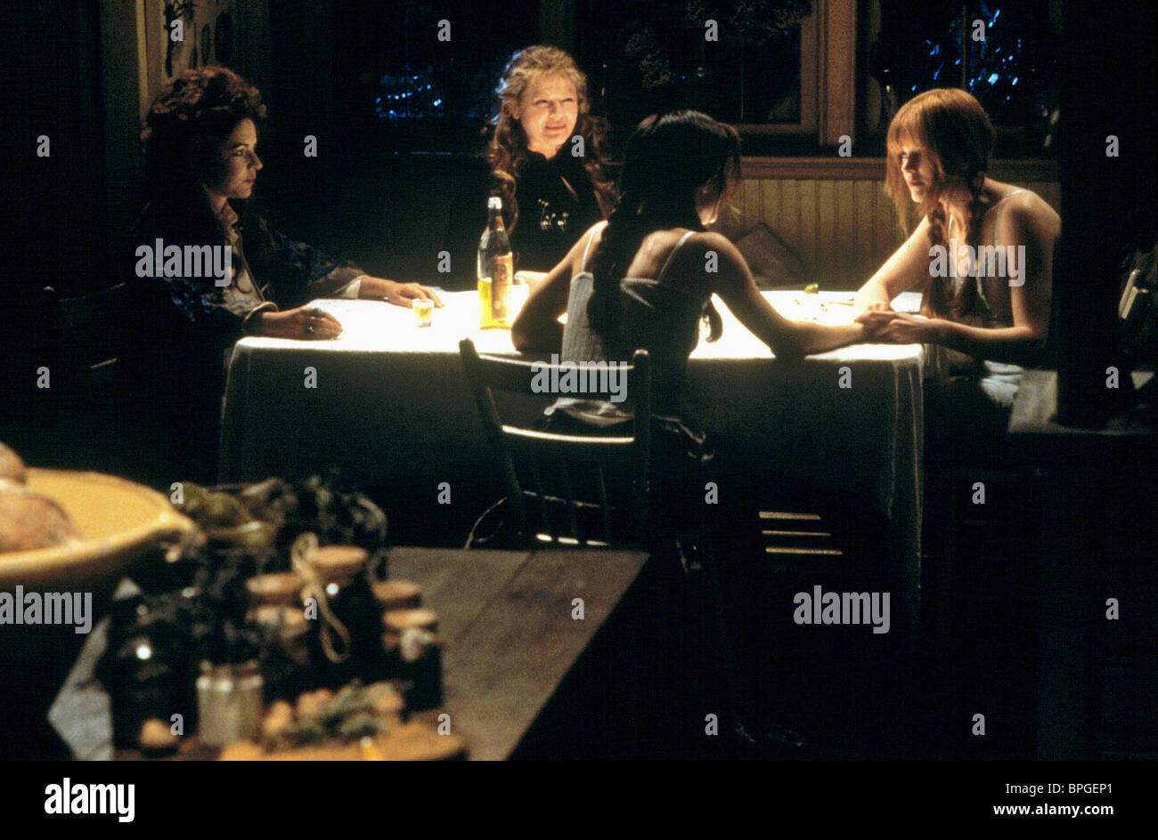 STOCKARD CHANNING DIANNE WIEST SANDRA BULLOCK NICOLE KIDMAN PRACTICAL MAGIC (1998) - Stock Image