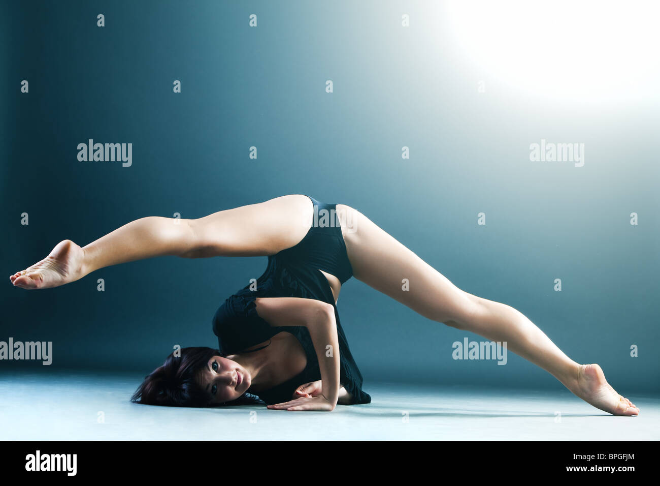 Young contemporary female dancer doing splits in the air - Stock Image