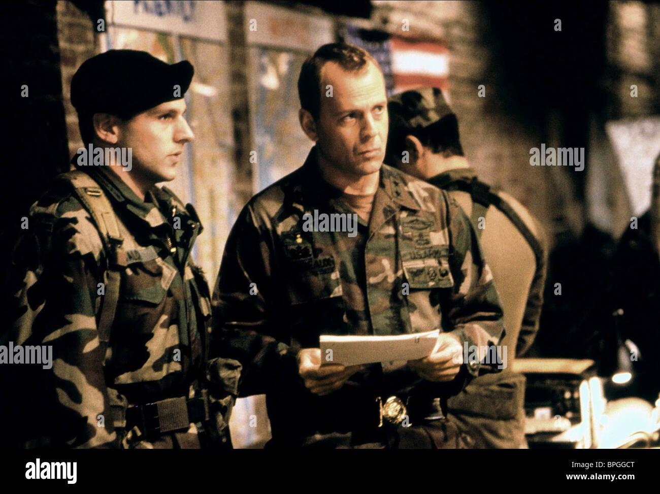 BRUCE WILLIS THE SIEGE (1998) - Stock Image