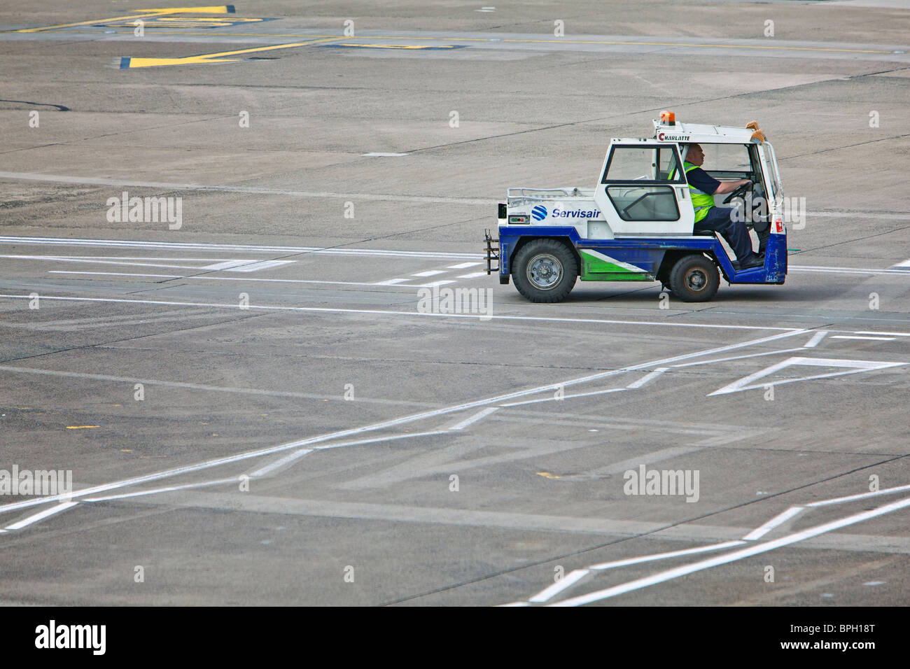 Small Servisair airport support vehicle on the tarmac - Stock Image