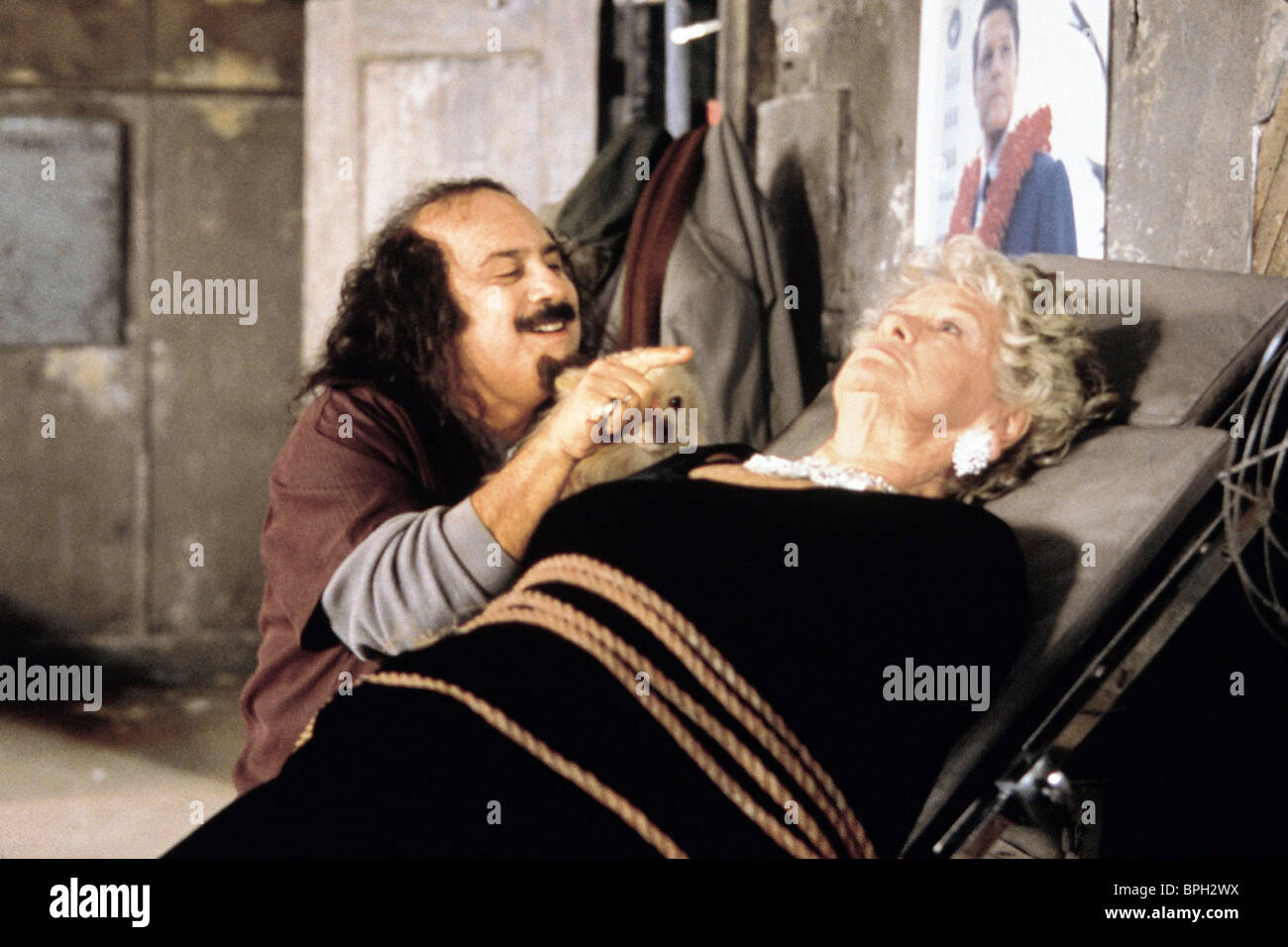 DANNY DEVITO & ELAINE STRITCH SCREWED (2000) - Stock Image