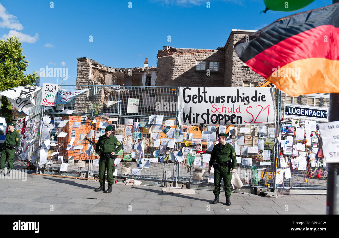 STUTTGART - AUGUST 28: Demonstration against S21 in front of partly deconstructed main station August 28, 2010 - Stock Image