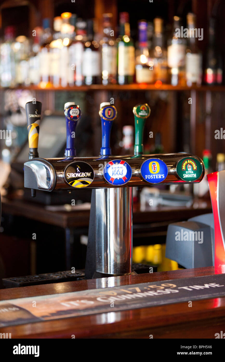 beer taps / pump in a bar in UK Stock Photo: 31110638 - Alamy