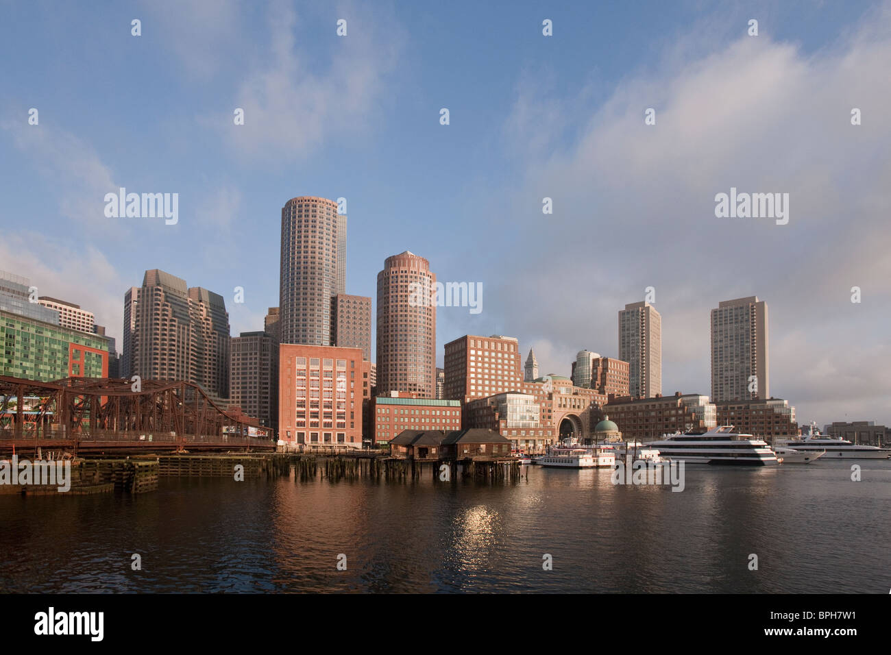 Buildings at the waterfront, Northern Avenue Bridge, Fort Point Channel, Boston, Massachusetts, USA - Stock Image