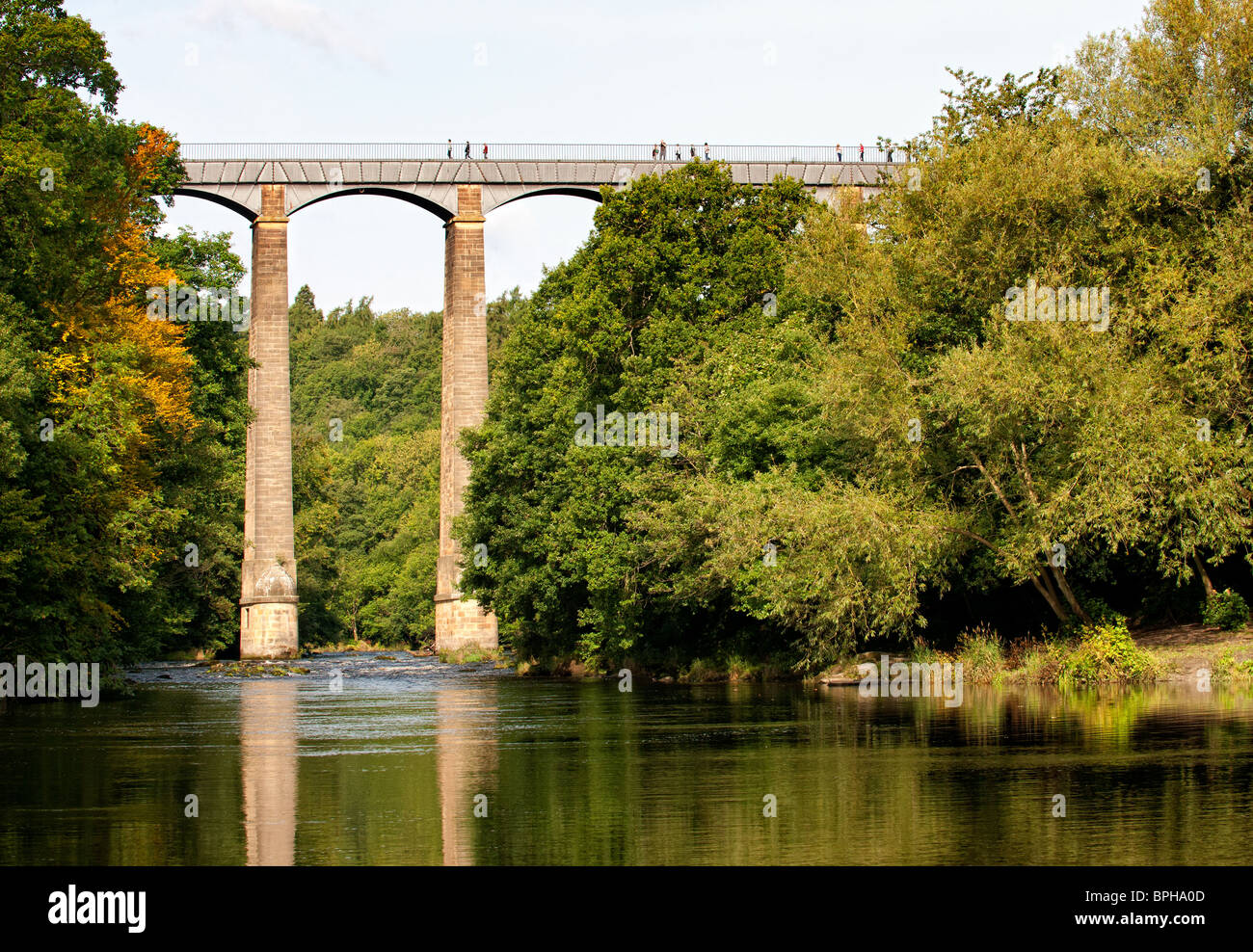 Pontcysyllte Aqueduct carries the Llangollen Canal over the River Dee in Denbighshire, North Wales Stock Photo
