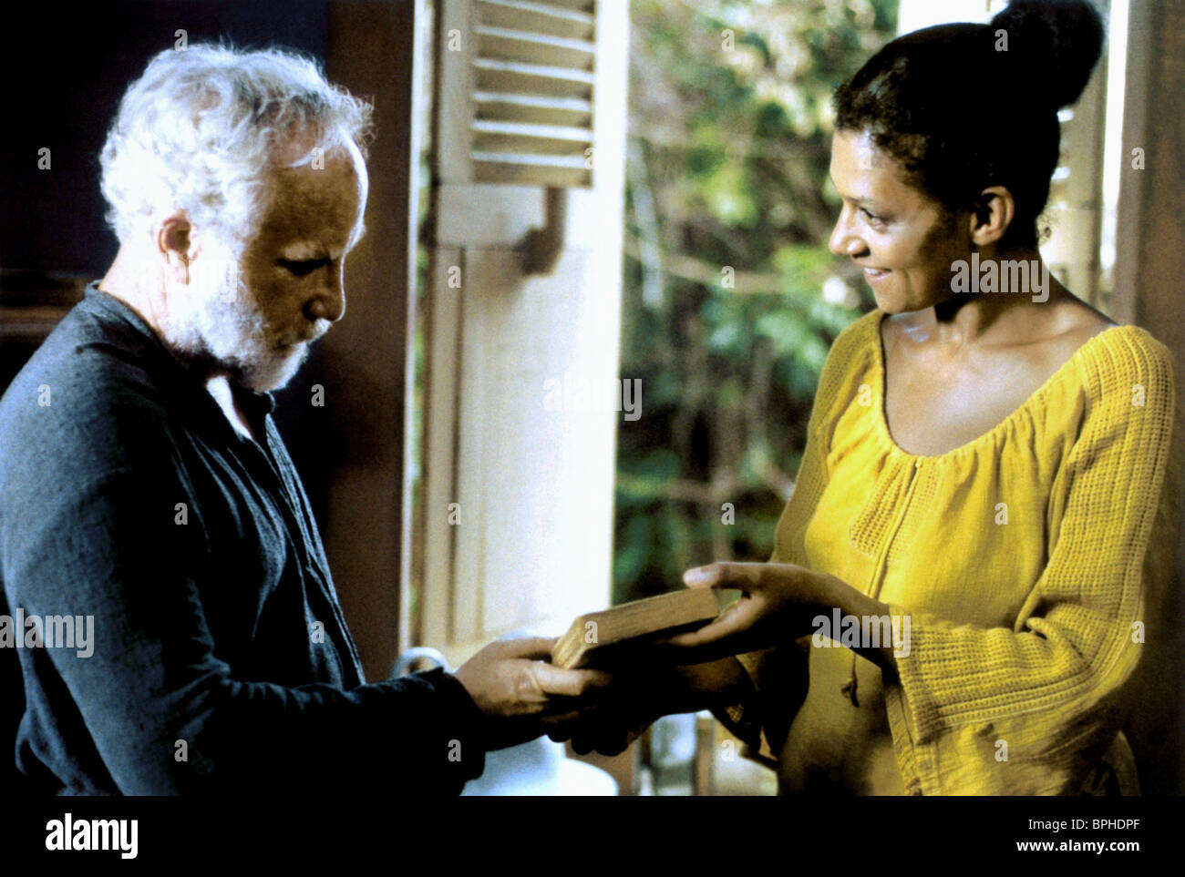 Richard Dreyfuss Cathy Tyson The Old Man Who Read Love Stories Stock Photo Alamy