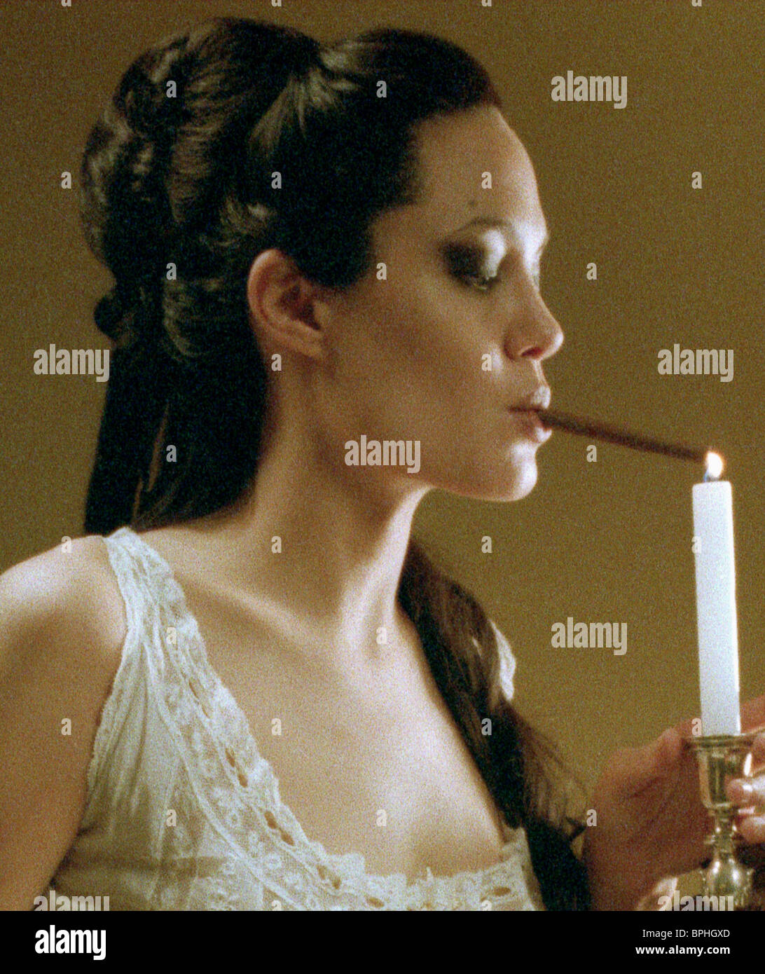 100 Pictures of Angelina Jolie Pecado Original