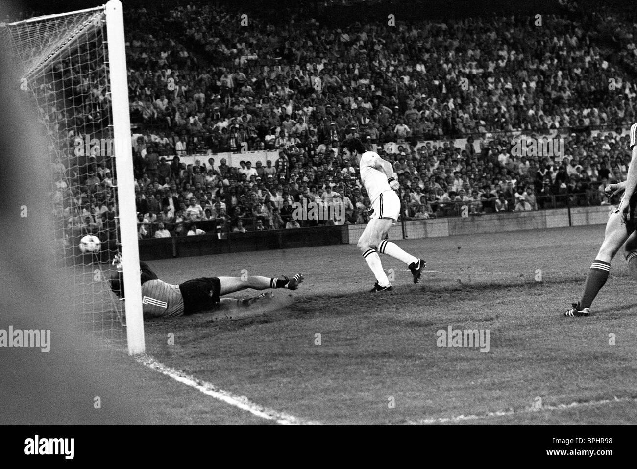 European Cup Final In Rotterdam 26 5 82 Aston Villa V Bayern Munich Stock Photo Alamy