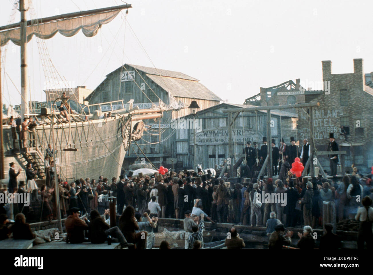 DOCKLAND GALLOWS SCENE GANGS OF NEW YORK (2002) - Stock Image