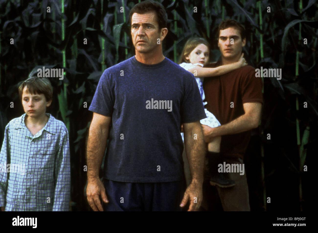 Rory Culkin Mel Gibson Abigail Breslin Joaquin Phoenix Signs 2002 Stock Photo Alamy