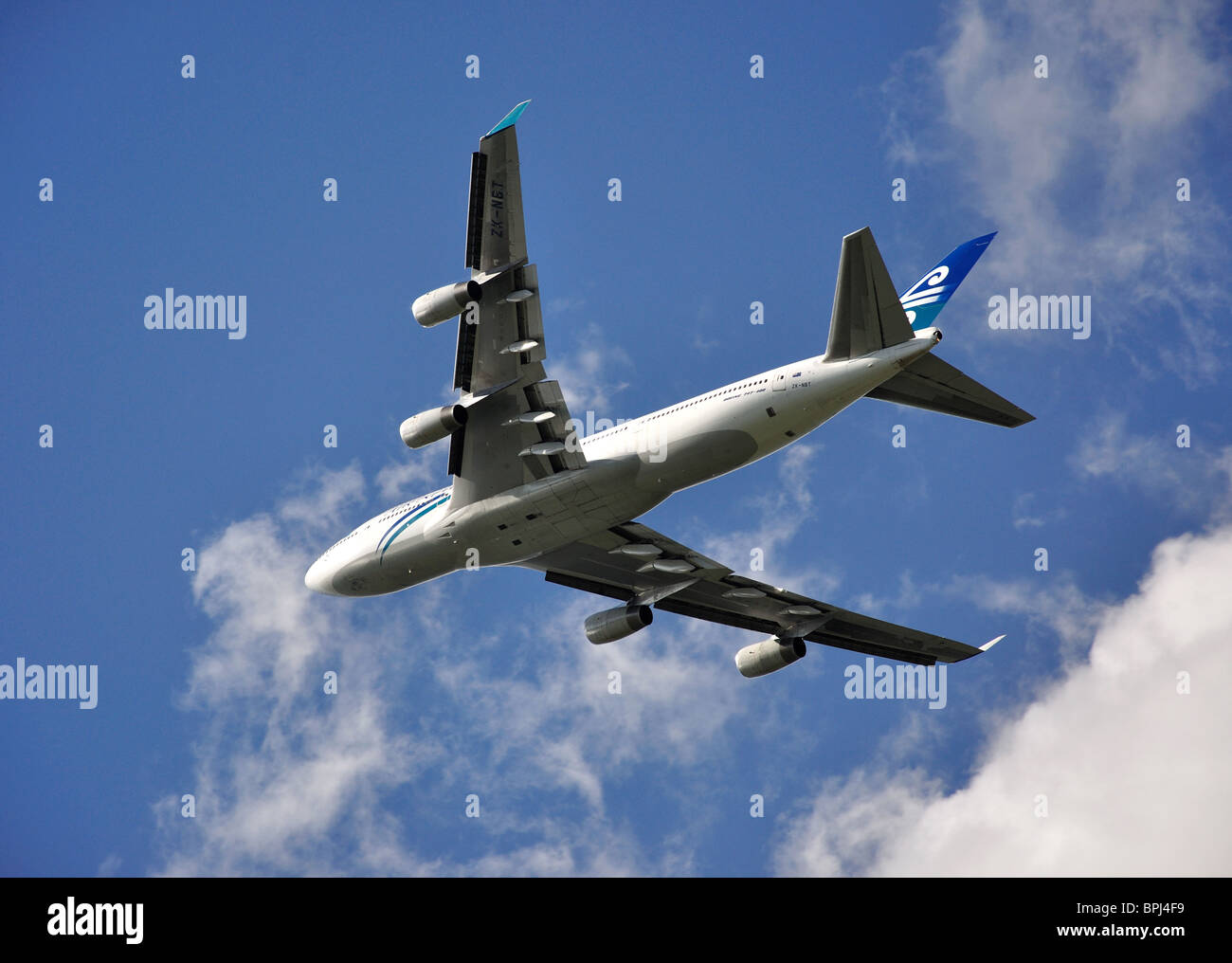 Air New Zealand Boeing 747-400 taking off from Heathrow Airport, Greater London, England, United Kingdom - Stock Image