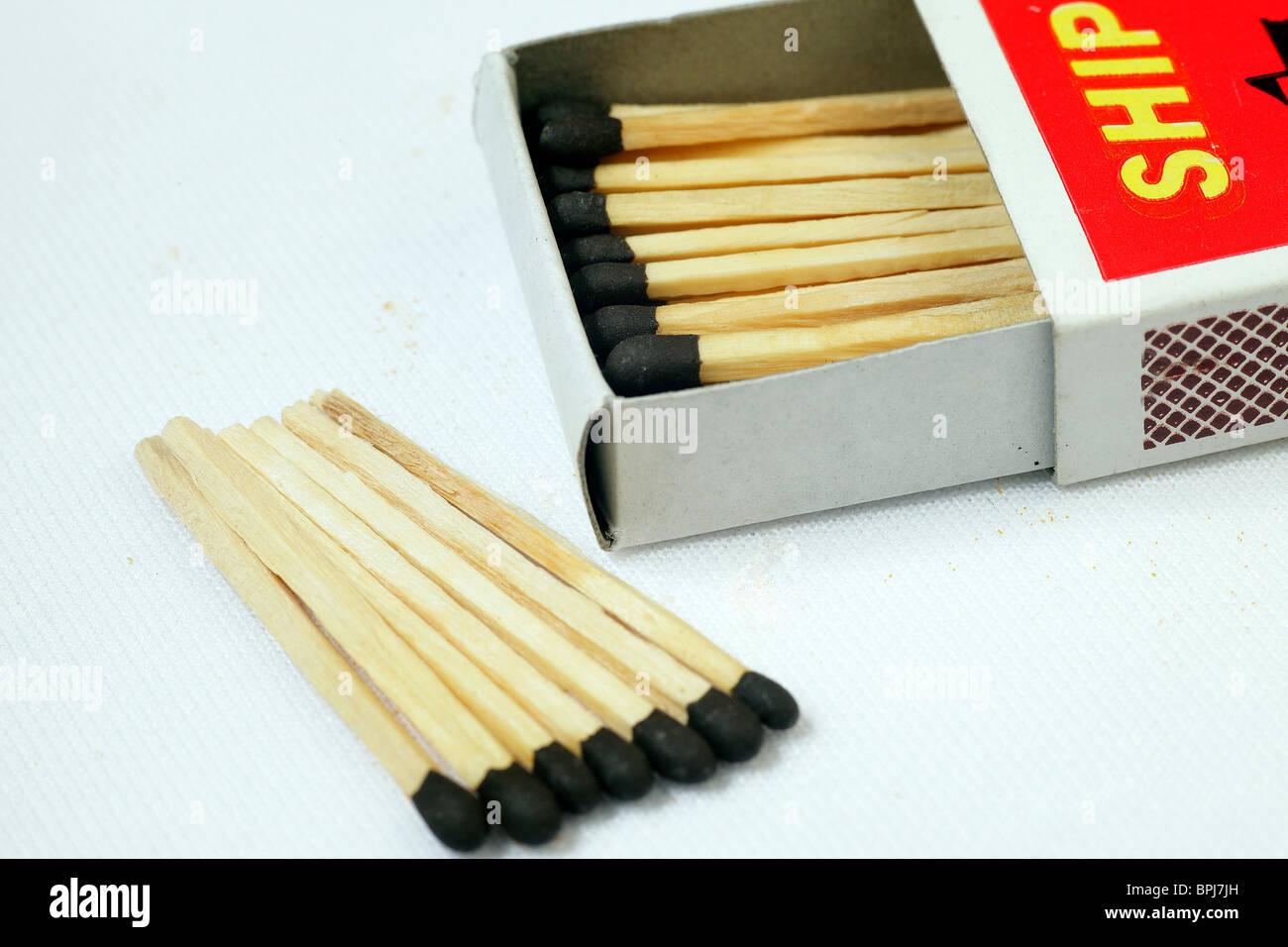 Matchbox & matchsticks - Stock Image