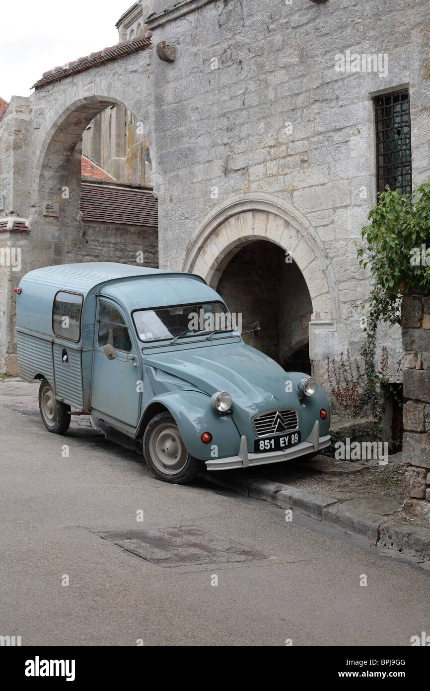 Citroen 2CV Van Parked on the Pavement in a backstreet of Vezelay, Burgundy, France. - Stock Image