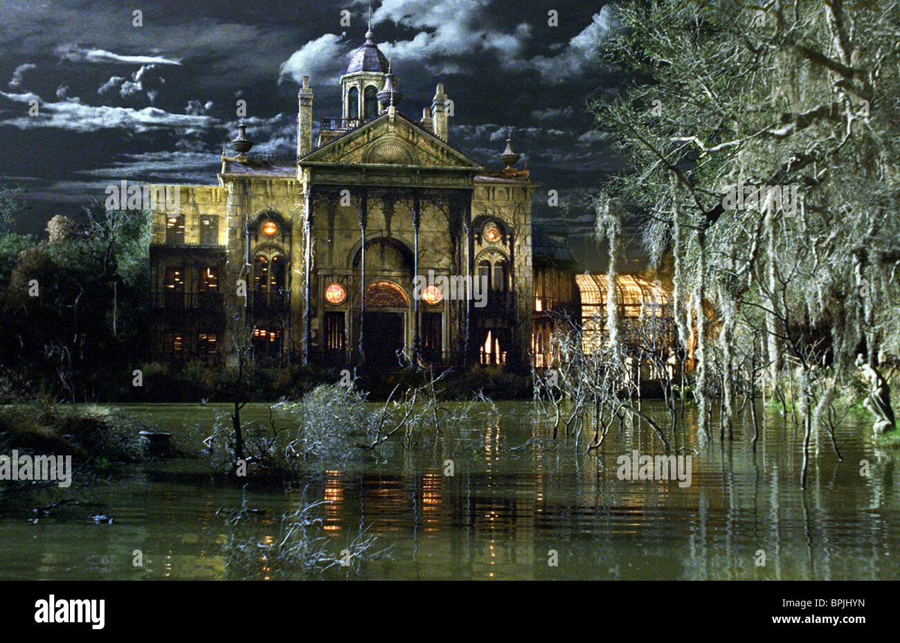 THE MANSION THE HAUNTED MANSION (2003) - Stock Image