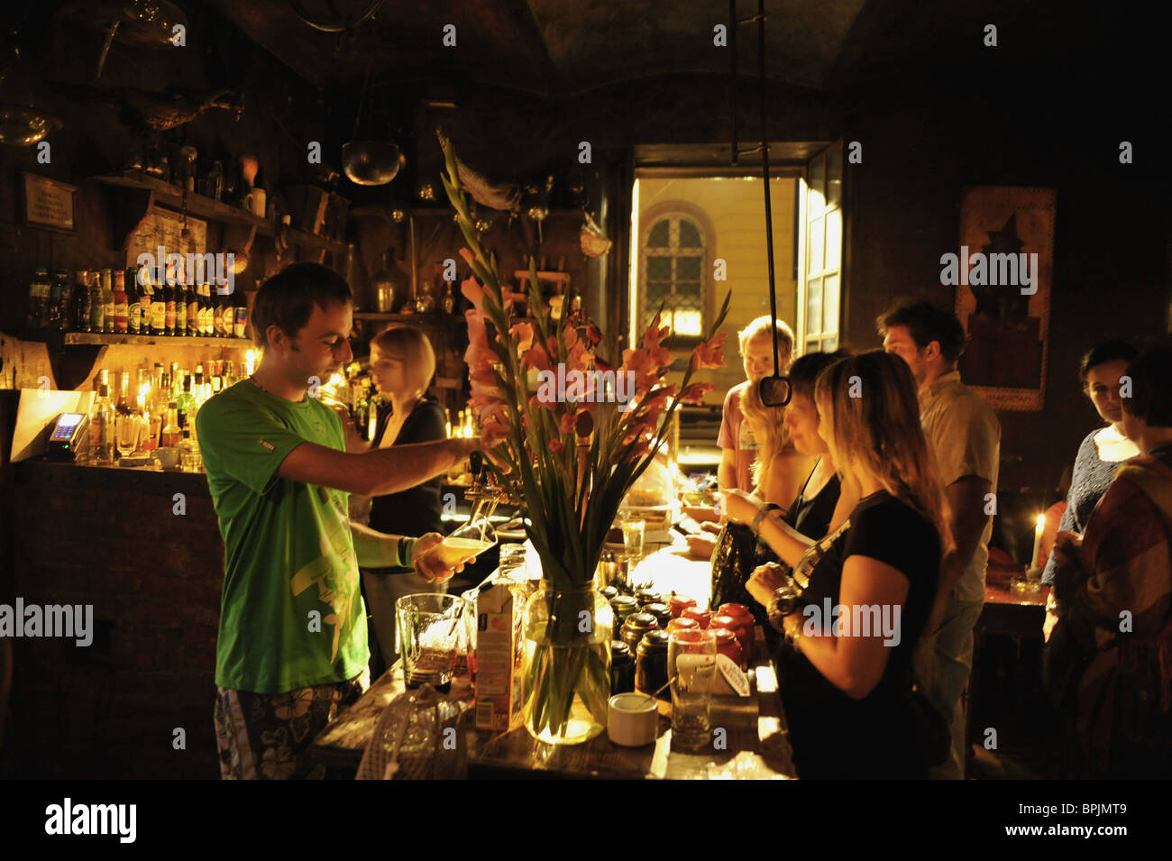 People in students pub Alchemia, Kazimierz, Krakau, Poland, Europe - Stock Image