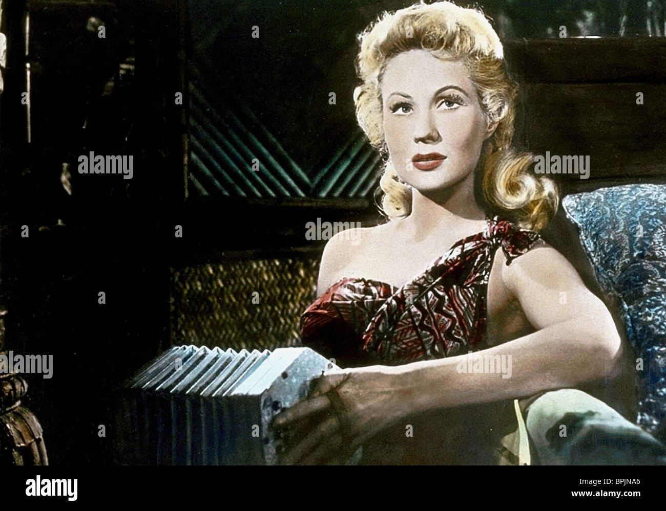 VIRGINIA MAYO PEARL OF THE SOUTH PACIFIC (1955) - Stock Image