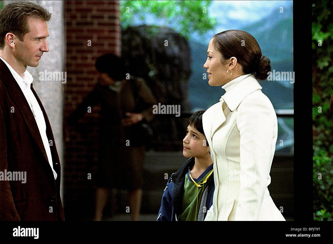 RALPH FIENNES TYLER GARCIA POSEY JENNIFER LOPEZ MAID IN MANHATTAN; THE CHAMBERMAID (2002) - Stock Image