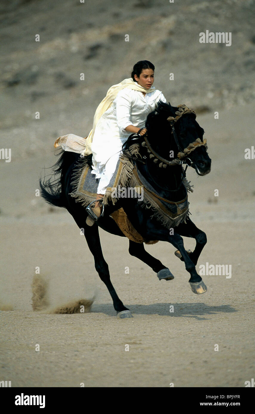 BIANA TAMIMI WITH STALLION THE YOUNG BLACK STALLION (2003) - Stock Image
