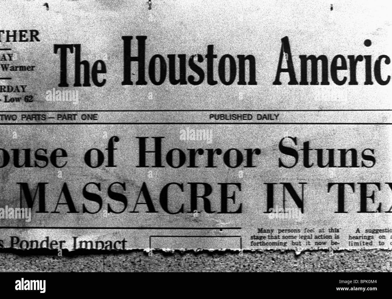 NEWSPAPER CLIPPING THE TEXAS CHAINSAW MASSACRE (2003) - Stock Image