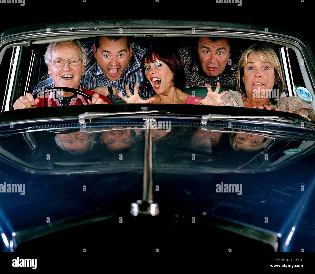 NICHOLAS PARSONS JEREMY SPAKE SARAH CAWOOD PAUL ROSS & LINDA ROBSON BRITAIN'S WORST CELEBRITY DRIVER (2003) - Stock Image