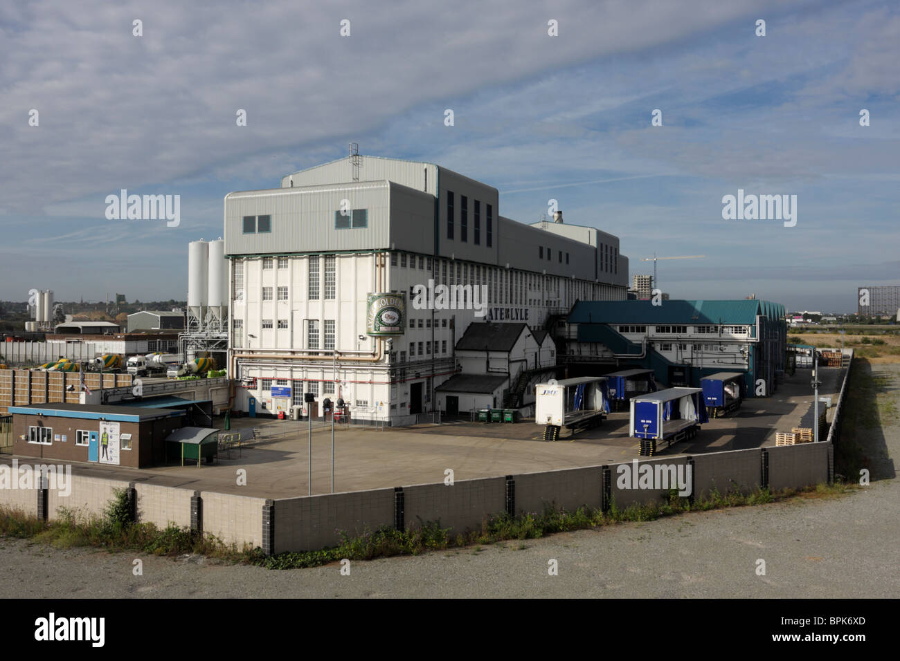 One of the two major Tate and Lyle sugar factories situated at West Silvertown in east London. - Stock Image