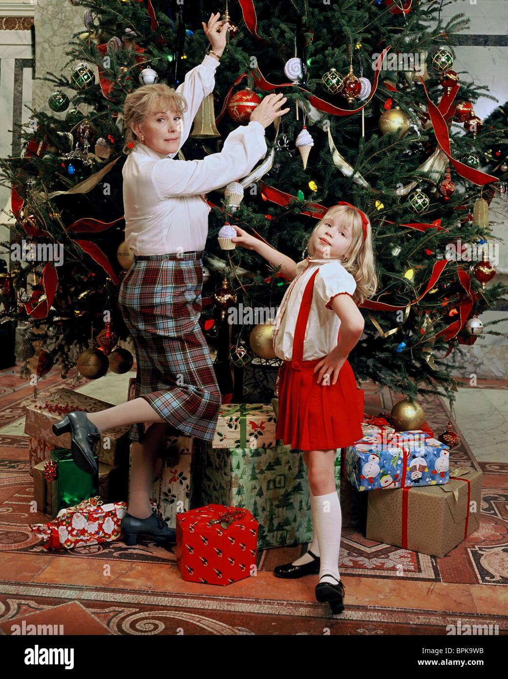 JULIE ANDREWS & SOFIA VASSILIEVA ELOISE AT CHRISTMASTIME (2003 Stock ...