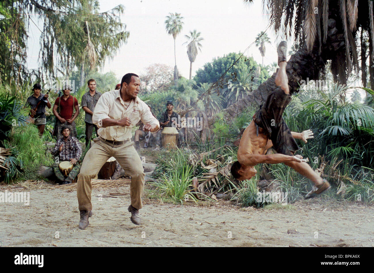 THE ROCK & ERNIE REYES JR. WELCOME TO THE JUNGLE; THE RUNDOWN (2003) - Stock Image