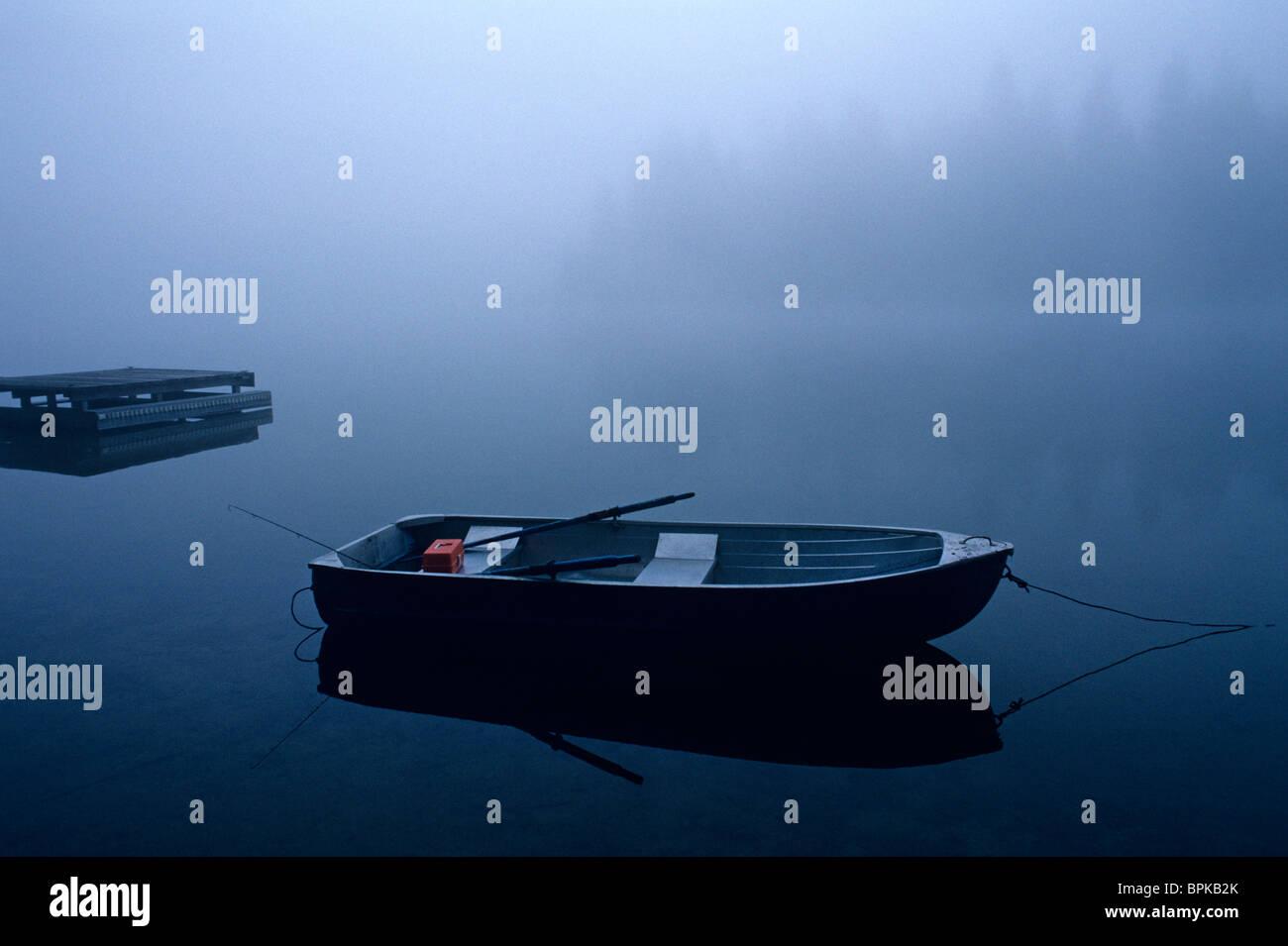 Row boat on Lake Mason, sunrise in fog, Olympic Peninsula, Washington State USA - Stock Image