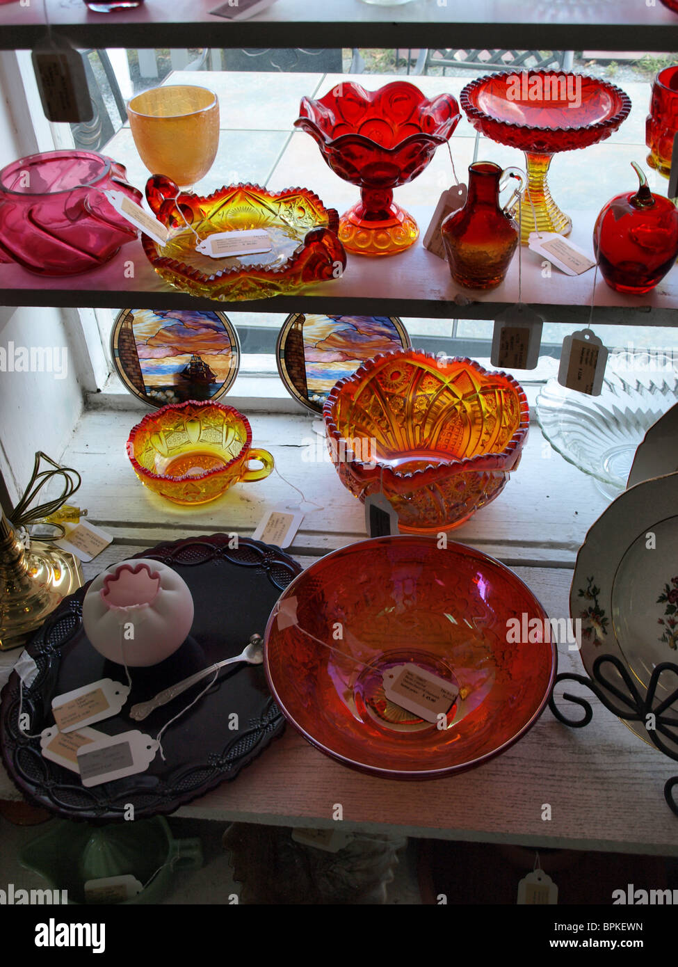 red rose glass bowls bowl pressed molded for sale collectibles - Stock Image