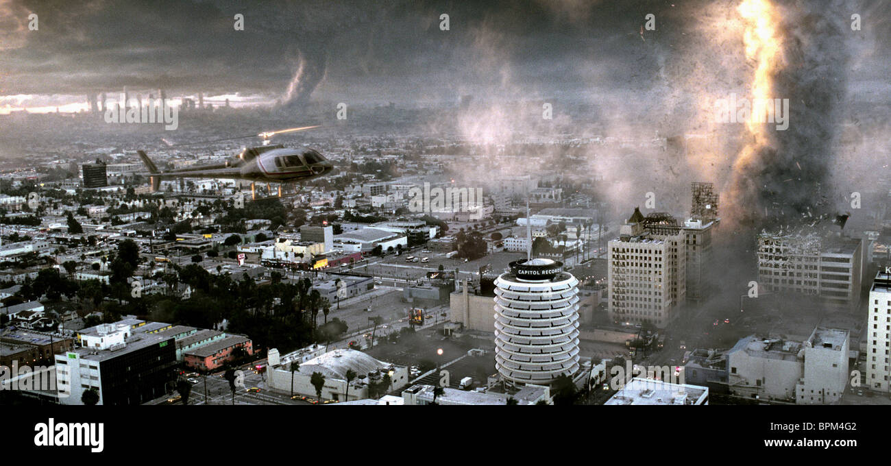 TORNADOES DESTROY LOS ANGELES THE DAY AFTER TOMORROW (2004) - Stock Image