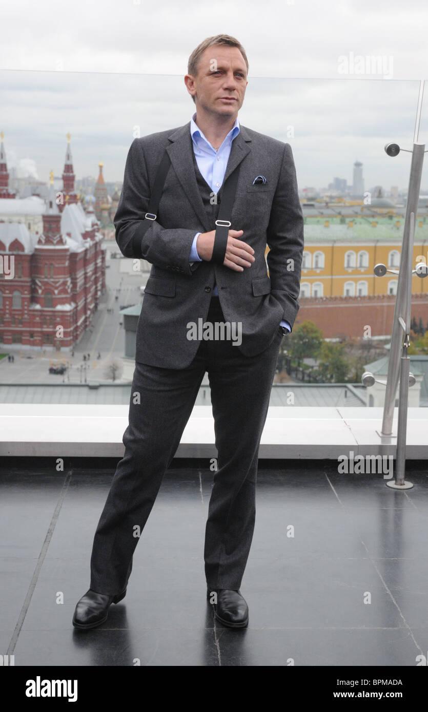 53ded13bf6 Quantum of Solace film stars Daniel Craig and Olga Kurylenko arrive in  Moscow