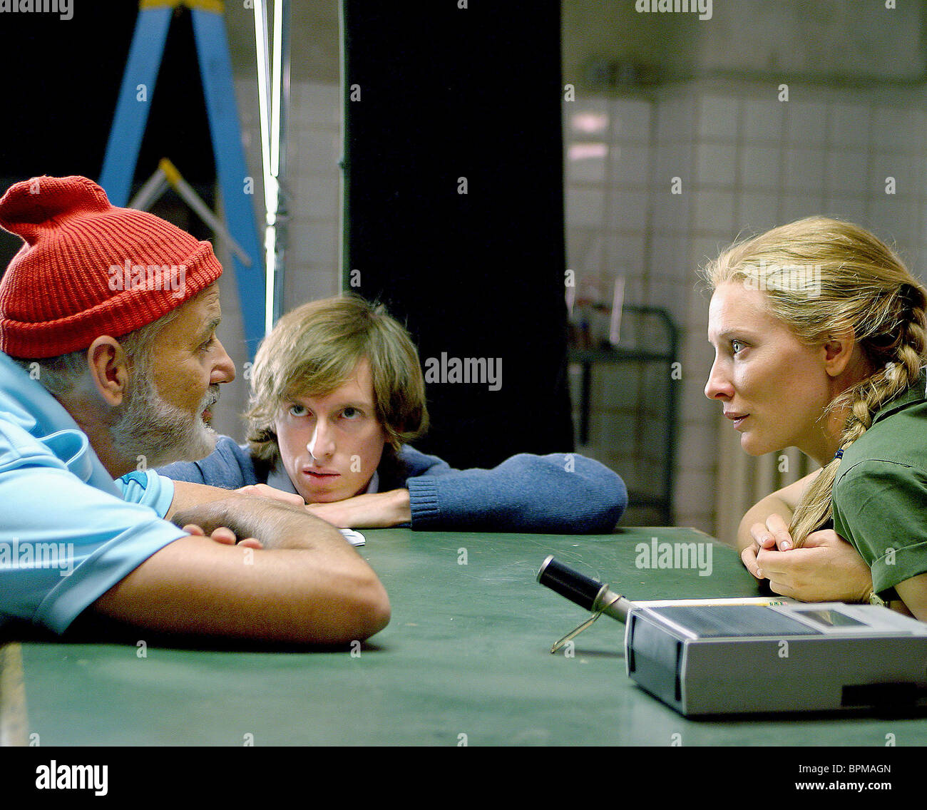 d8c9bc985b44d3 BILL MURRAY WES ANDERSON   CATE BLANCHETT THE LIFE AQUATIC WITH STEVE ZISSOU  (2004)