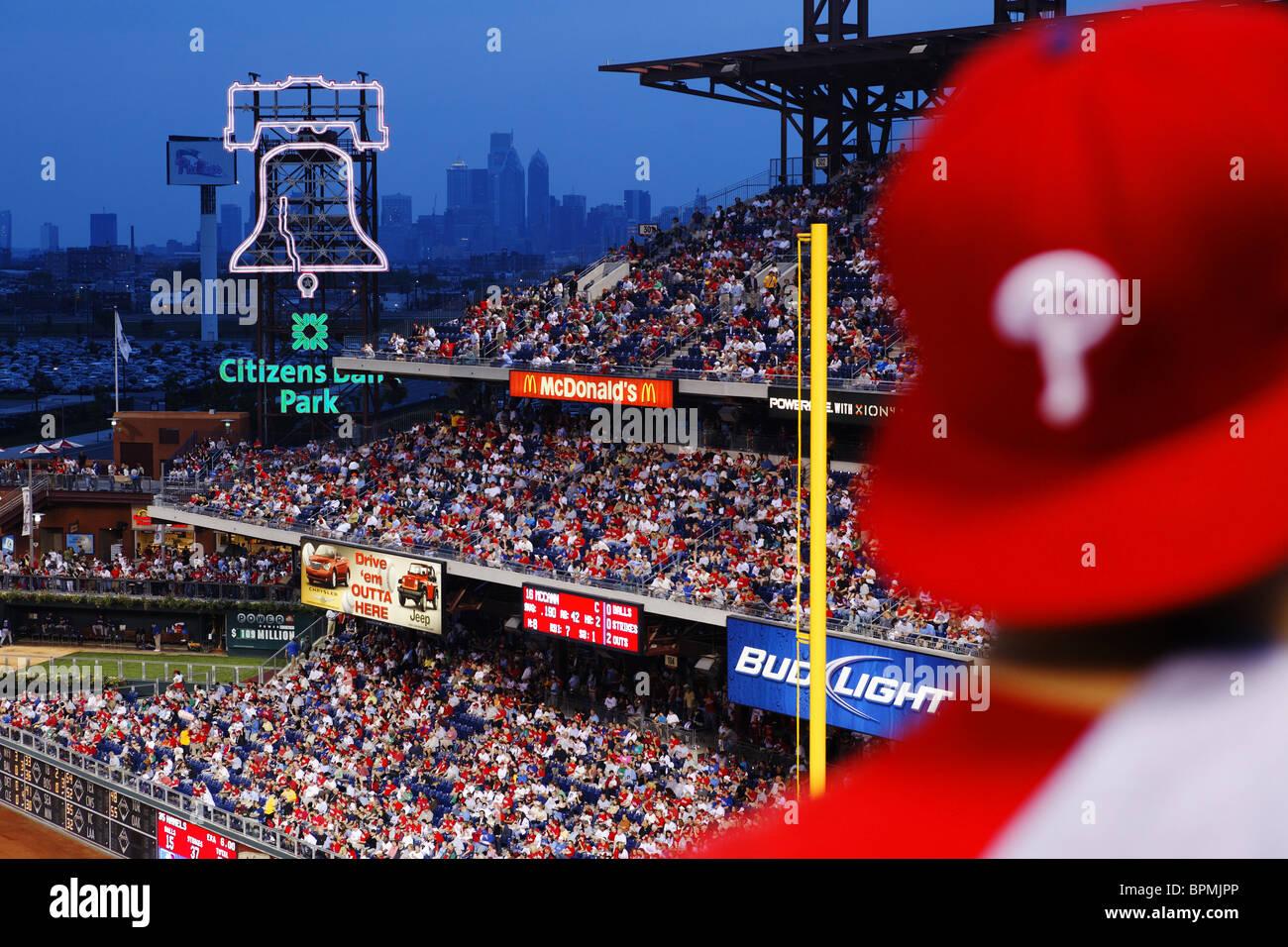 Baseball match between the Phillies and the Atlanta Braves, Downtown Philadelphia in the back, Philadelphia, Pennsylvania, - Stock Image