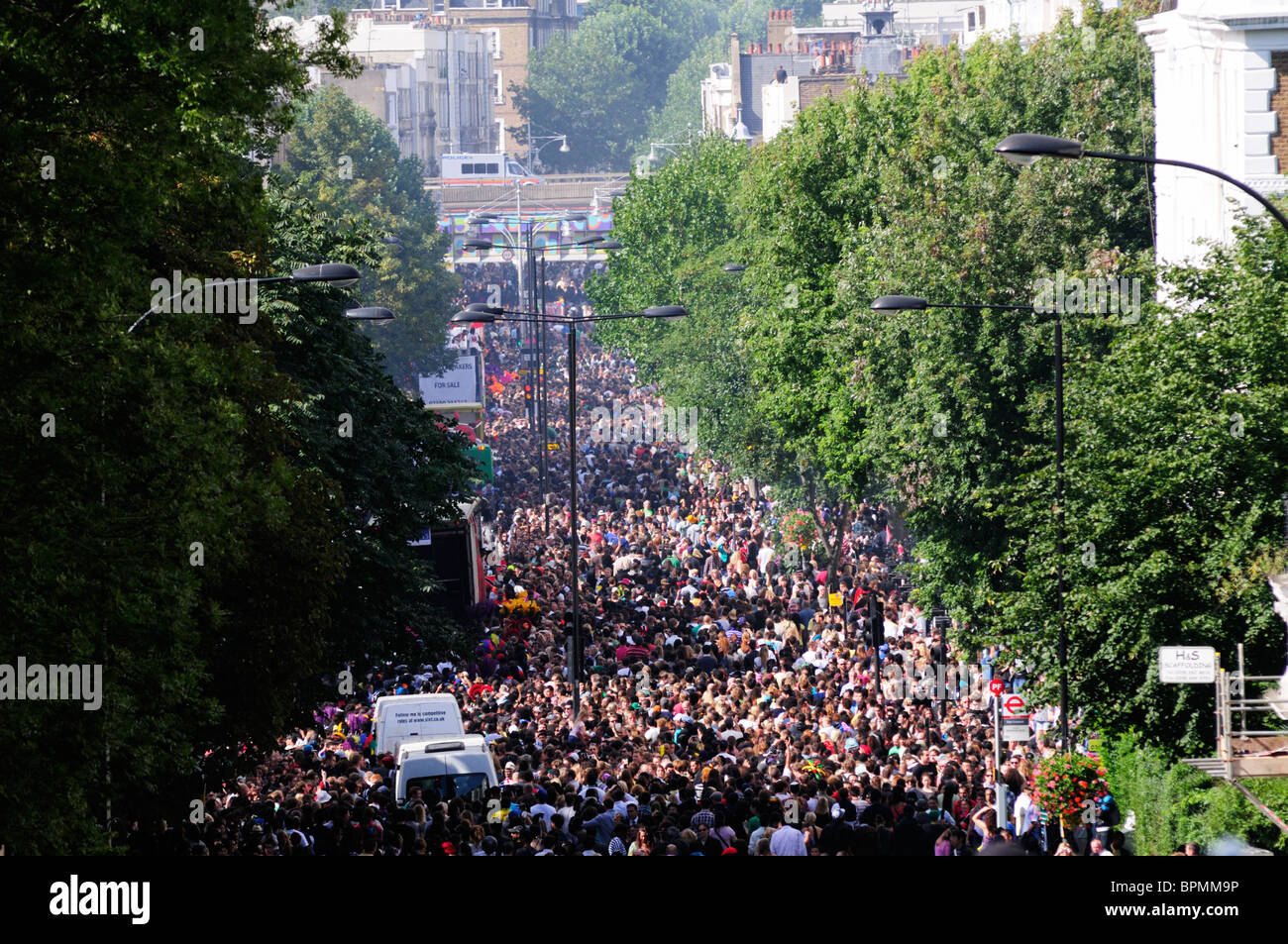 Crowds of Notting Hill Carnival goers in Ladbroke Grove, London, England, UK - Stock Image
